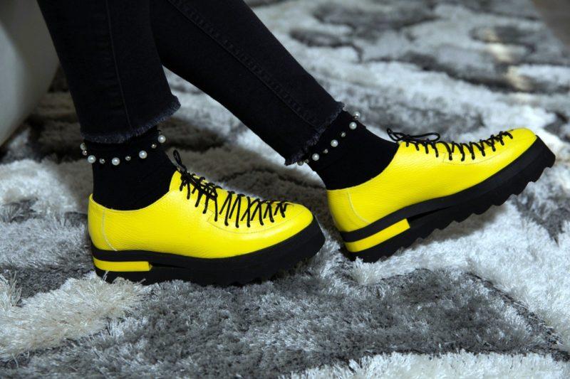 Pantofi galbeni din piele naturala cu sireturi