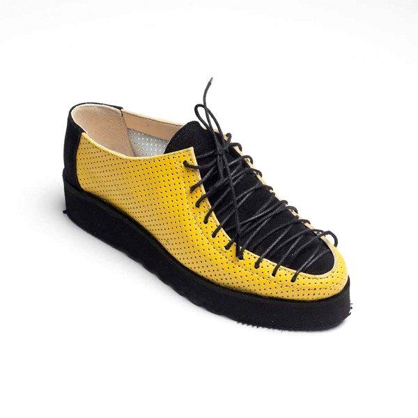 Pantofi galbeni din piele naturala perforata